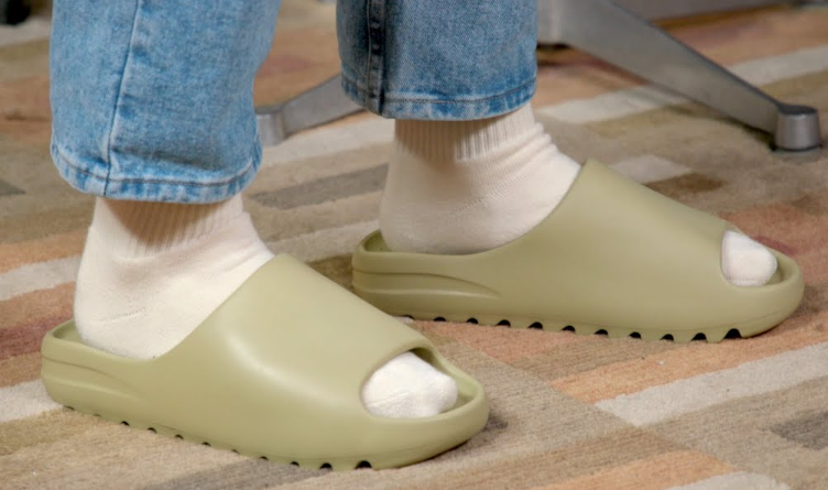 Yeezy slides is Waterproof