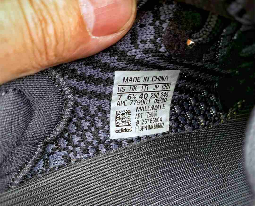 Yeezy Carbon Reflective size tag
