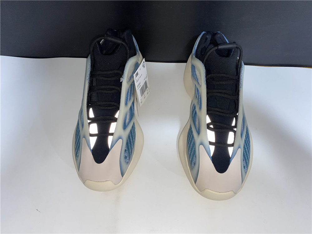 Yeezy 700 V3 Kyanite fake (1)