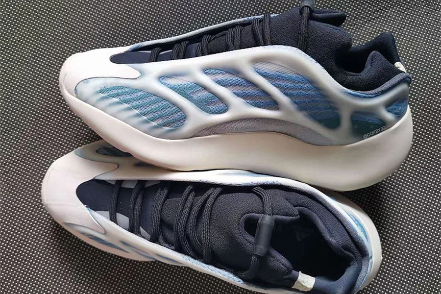 Yeezy 700 V3 Kyanite real